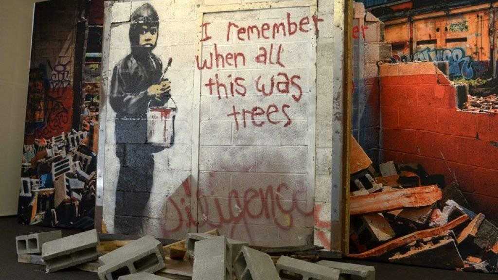Dieses Stück Mauer war einem Bieter 130'000 Franken wert - ein Schnäppchen für einen echten Banksy (Archiv).