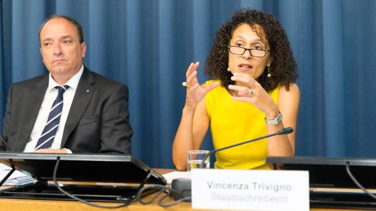 Finanzdirektor Markus Dieth und Staatsschreiberin Vincenza Trivigno an der Medienkonferenz zur kantonalen Finanzlage.
