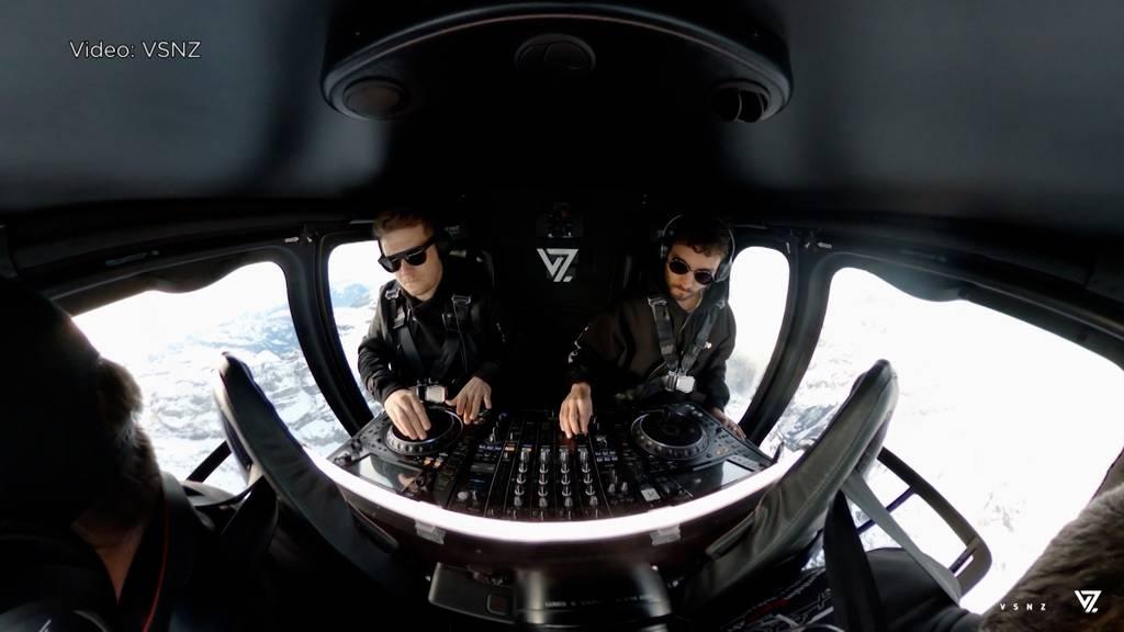 Himmlische Musik: DJ-Duo legt in Helikopter über Berner Alpen auf