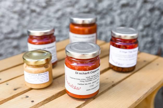 """Für die Scharfen: Die Chilis werden von Erich Fischer in verschiedene Produkte weiterverarbeitet (Saucen, Senf, Öle) und unter dem Namen """"RüsstalChili"""" an diversen Jahresmärkten verkauft."""