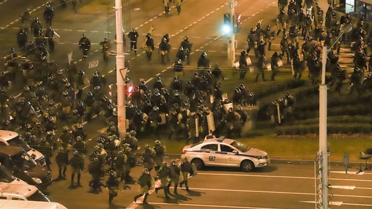 Die Polizei hat nach Protesten in Belarus tausende Menschen festgenommen.