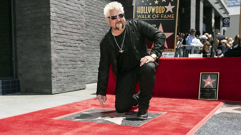 Der amerikanische Star-Koch und TV-Show-Moderator Guy Fieri ist mit einem Hollywood-Sternchen ausgezeichnet worden.
