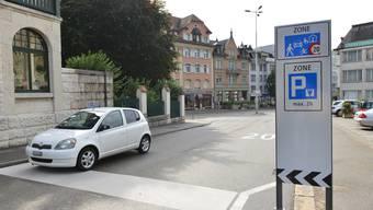 Einfahrt an der Bleichmattstrasse in die verkehrsberuhigte Oltner Innenstadt mit Begegnungszone und Tempo 20.