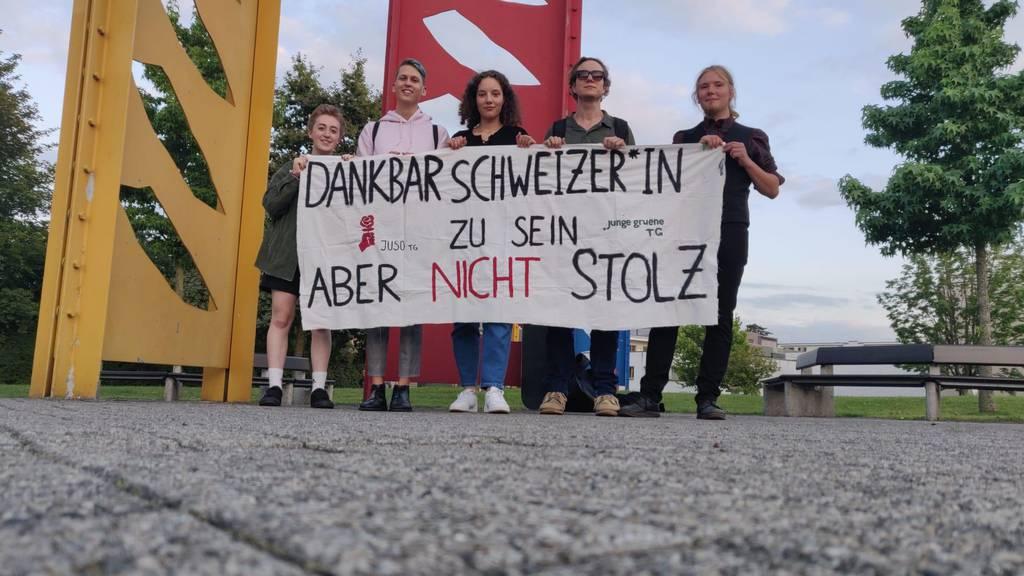 Weil die SVP Arbon ohne Absprache Christoph Blocher zur Bundesfeier einlud, protestierten die Jung-Parteien vom Thurgau.