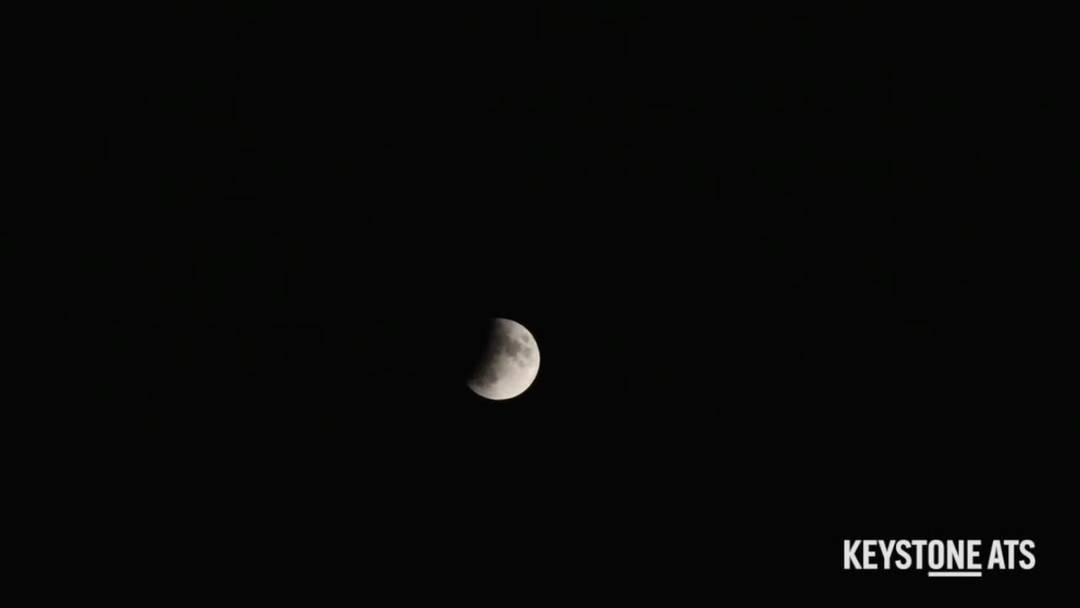 Der Mond verfinstert sich
