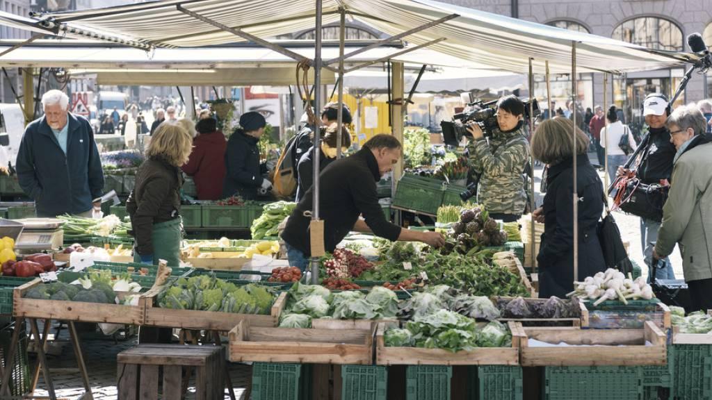 Viele Lebensmittel- und Marktstände mit Hygiene-Mängeln