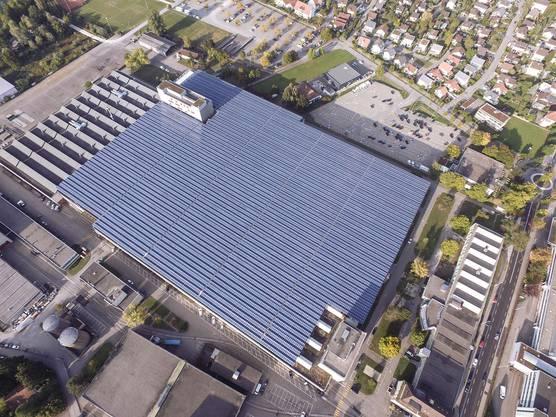 Die Photovoltaikanlage erstreckt sich über eine Fläche von fünf Fussballfeldern.