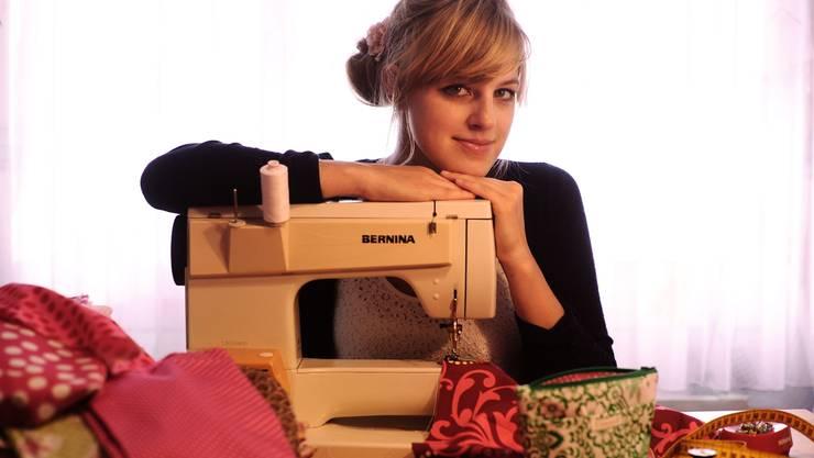 Stefanie Gehrig alias Fräulein Rosarot kreiert mit Nadel und Faden kleine Prunkstücke.Céline Arnold.