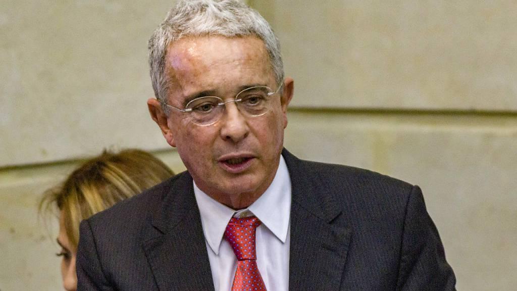 Kolumbiens Ex-Präsident Uribe gibt Sitz im Senat auf