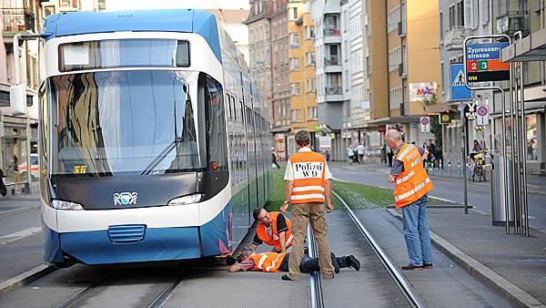Die junge Frau wurde vom Tram überfahren. (newspictures)