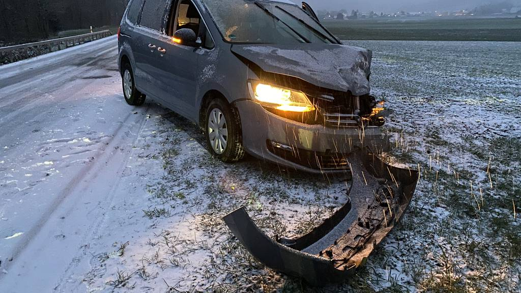 Zahlreiche Unfälle auf schneebedeckten Strassen in der Ostschweiz