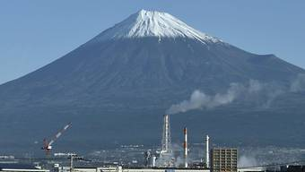 Die Konjunkturschwäche in China sowie der Handelsstreit mit den USA belasten die Industrieproduktion in Japan. (Archivbild)