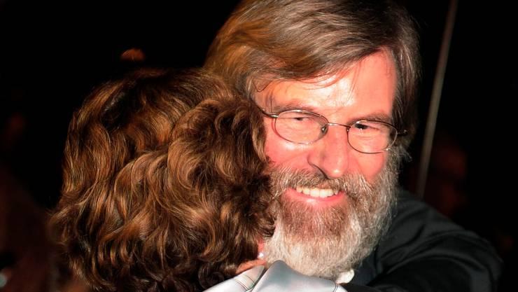 14. Juni 2010 – die Landung in Zürich: Max Göldi schreibt in seinem Tagebuch, er habe sich einen Bart wachsen lassen, um die Rückkehr im «Karl-Marx-Look» anzutreten.