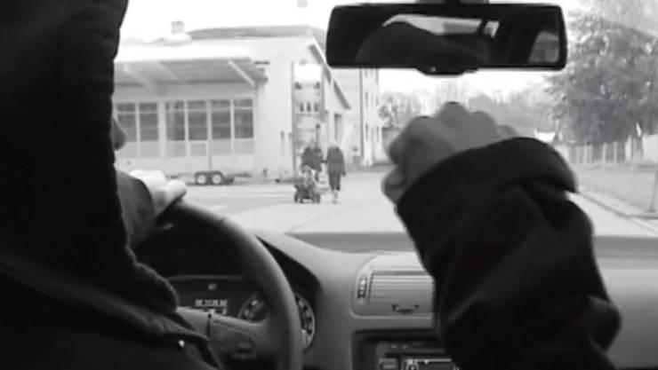 Nicht übermüdet: Sein Fehler sei gewesen, dass er zu lange in den Rückspiegel geschaut habe, weil das Fahrzeug hinter ihm zu nahe aufgefahren sei, erklärt der Türke vor dem Obgericht.