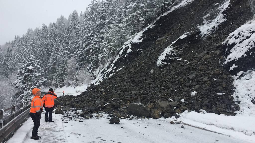 Engadinerstrasse nach Felssturz drei Wochen gesperrt