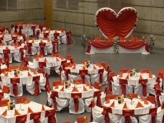 Auch Hochzeitsgesellschaften buchen die Stadthalle.