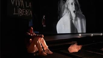 Mozarts «Don Giovanni» in Luzern: Die raffinierte filmische Umsetzung verleiht dem gefährlichen Spiel mit der Lust eine vielschichtige Dramatik. Ingo Höhn/zVG