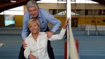 Kurt Locher und seine Frau Heidi auf einem Tennis-Court im Racket-Sport-Center Vitis. fni