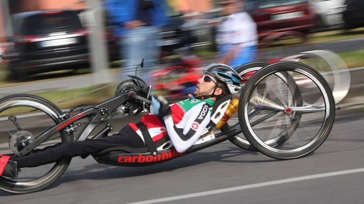 Tobias Fankhauser mit seinem Handbike im Einsatz für die Schweiz.