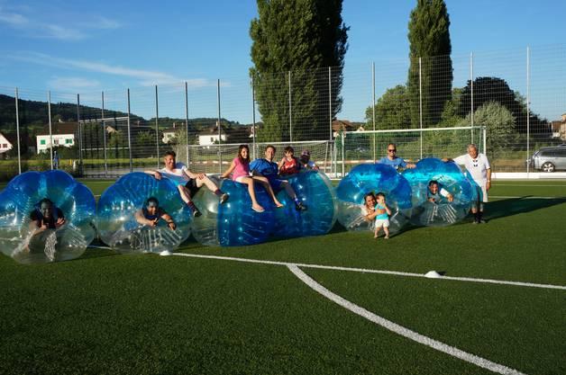 Die Gruppe Chugelblitz hat das Bubble Soccer Grümpi gewonnen