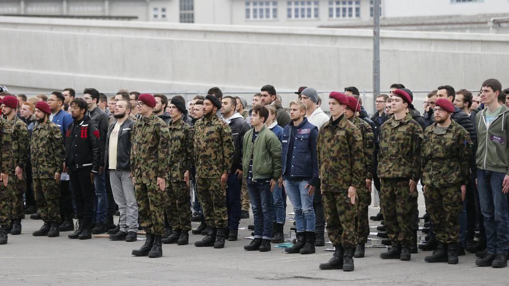 Die Armee hat keine Ahnung, ob unter den Rekruten Extremisten sind.