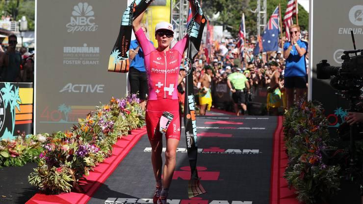 Die 31-jährige Solothurnerin pulverisierte in 8:26:16 Stunden auf Big Island ihren eigenen Streckenrekord von 2016 um über 20 Minuten (8:46:46).