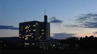 Das Kantonsspital (im Bild das Bruderholzspital) steht in der Kritik, nicht transparent Auskunft über Zahlungen an die Wirtschaftskammer zu geben.