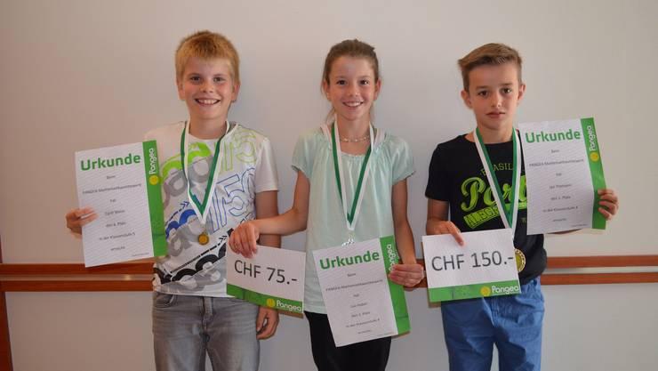 Die glücklichen Gewinner an der Preisverleihung:V.l.n.r.: Cyrill Weiss, Lea Huber, Jan Thomann (es fehlt: Yanis Deiss).