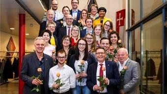 Mit insgesamt 24 Kandidatinnen und Kandidaten treten die CVP und ihre Jungpartei zu den Nationalratswahlen an. Zudem kandidiert der bisherige Ständerat Pirmin Bischof (1. Reihe, 2. von rechts) erneut. Hanspeter Bärtschi