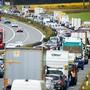 Eine Abgas-Nachbehandlung mit AdBlue-Einspritzung soll insbesondere bei Lastwagen die schädlichen Stickoxide zersetzen. Die Weko untersucht nun, ob es beim Vertrieb von AdBlue unzulässige Abreden gab. (Themenbild)
