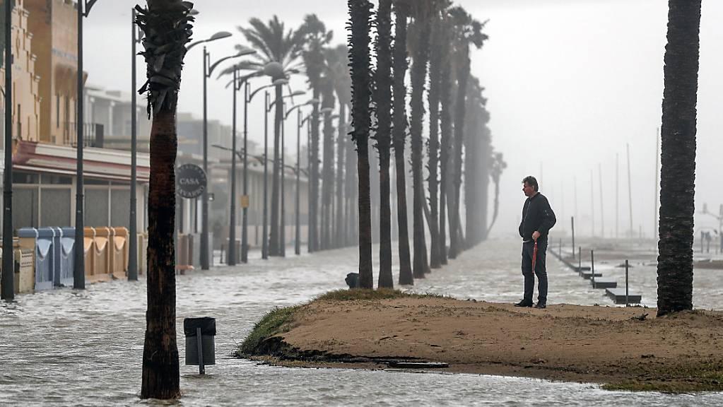 Wetterkapriolen in Valencia - jetzt mit regierungsamtlichem Klimanotstand. Die Stadt stand am Dienstag unter Wasser.