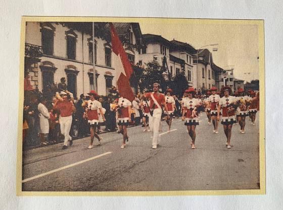 Der Festumzug zur Eröffnung am Eidgenössischen Turnfest 1972