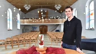 Joel Keller in der reformierten Kirche in Egerkingen, von wo aus er seine Pfarrtätigkeit ausübt.