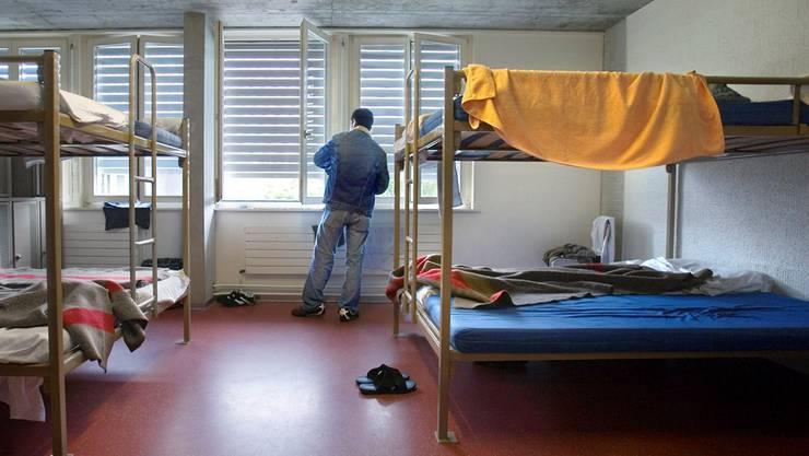 Drei Betreuer im Bundesasylzentrum Bässlergut in Basel sollen am Coronavirus erkrankt sein.