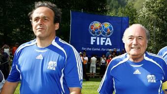 Freund und Feind: Michel Platini (l.) und Sepp Blatter am 10. Sepp-Blatter-Turnier 2007 (Archivbild).