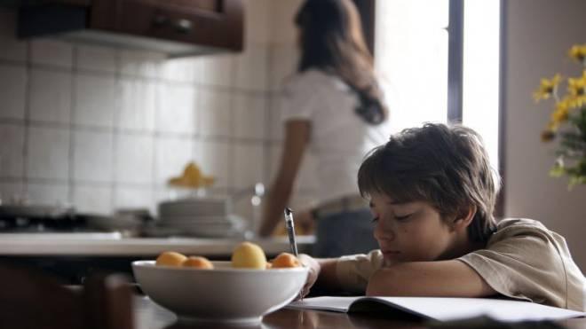 Lustlos oder überfordert? Wegen den Hausaufgaben kommt es zu Konflikten zwischen Eltern und Kind. Foto: Thinkstock