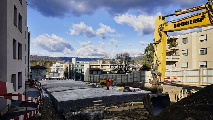 Auf der Baustelle beim Färberhüslitunnel wird momentan die Decke des Tunnels erstellt.
