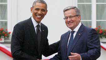 Amerikas Präsident Barack Obama wird von Polens Präsident Bronislaw Komorowski in Warschau empfangen.