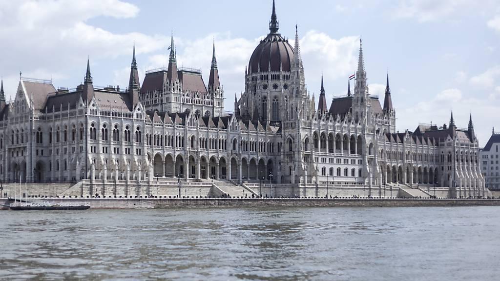 Die ungarische Regierung hat einen Gesetzentwurf beim Parlament deponiert, mit welchem das Land nach der Coronavirus-Krise wieder zur politischen Normalität zurückkehren soll. (Archivbild Parlament)
