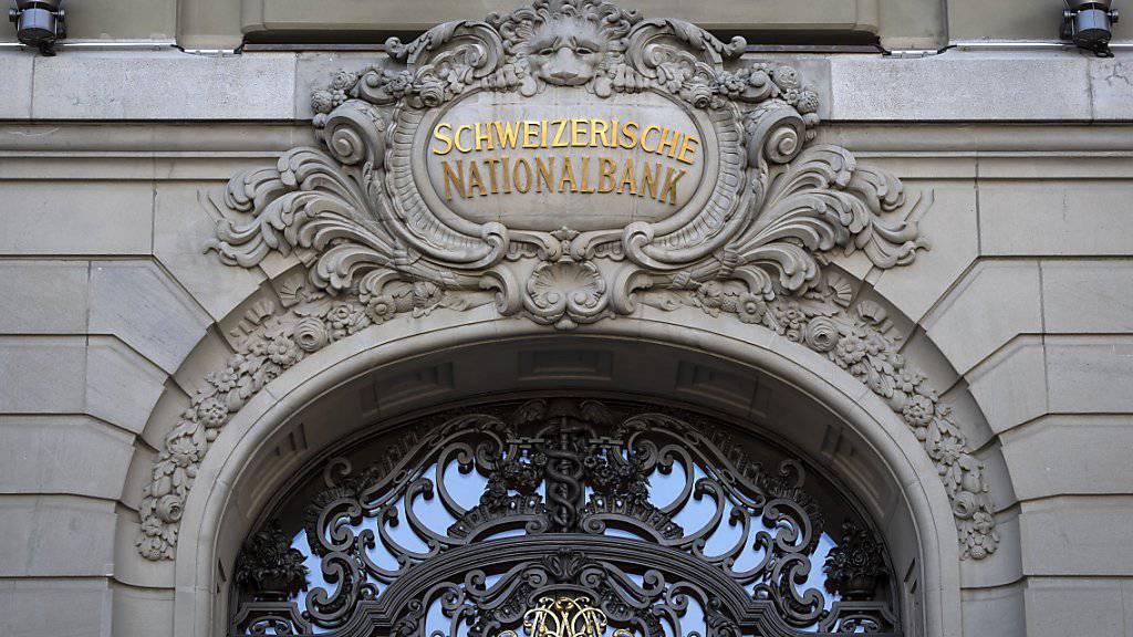 Die Schweizerische Nationalbank hat im ersten Halbjahr dank einem gruten Börsenumfeld mehr Gewinn erzielt. (Archivbild)
