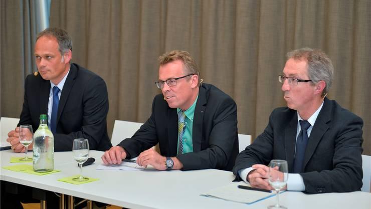 (v.l.): Jürg Allemann, Präsident Pro Grenchen, Per Just, Direktor SWG, und Markus Geissmann vom Bundesamt für Energie.