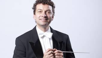 Mit «Seid umschlungen Millionen» eröffnete Chefdirigent Kaspar Zehnder das Neujahrskonzert des Tobs, dem ein finanzieller Engpass droht. Später folgte die Polka «Ohne Sorgen.»