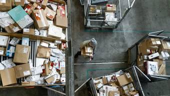 Im Monat April stellte die Post über 17 Millionen Pakete zu - das bedeutete einen neuen Monatsrekord in der 170-jährigen Geschichte der Schweizerischen Post.