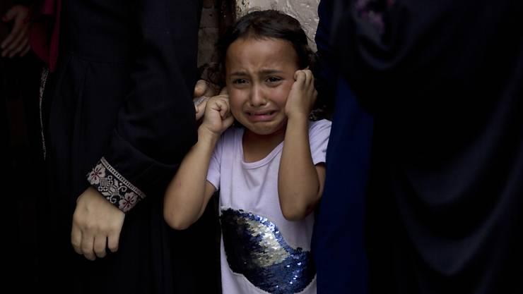 Tränen in der Familie des getöteten Palästinenser-Jugendlichen bei der Trauerfeier am Samstag in Gaza.
