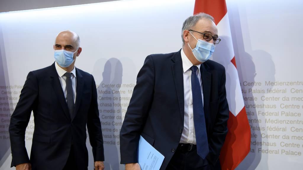 Keine Maske im Freien und offene Clubs: So will der Bundesrat lockern