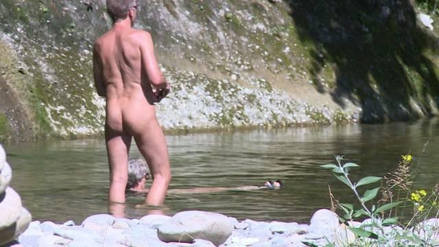 Wer badet heute noch nackt?
