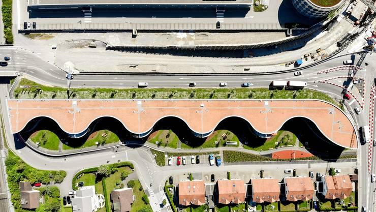Die Überbauung Welle trennt das Industriegebiet vom familienfreundlichen Wohnquartier an der Othmarsingerstrasse.