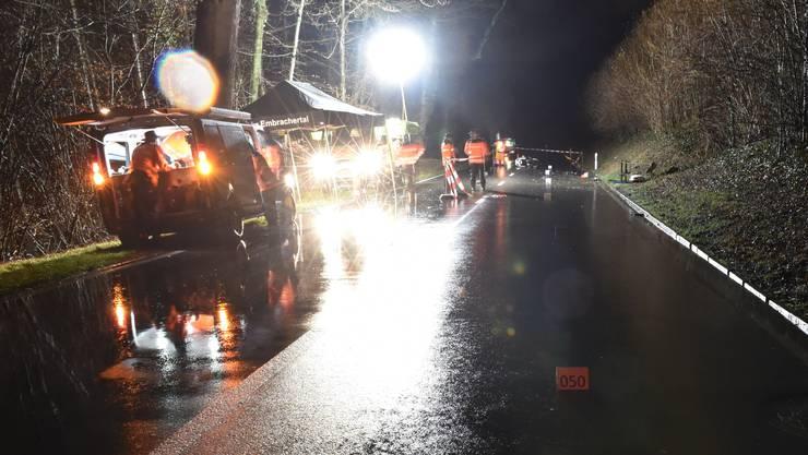 Die genaue Unfallursache ist derzeit unbekannt und wird durch die Kantonspolizei Zürich, in Zusammenarbeit mit der Staatsanwaltschaft  Winterthur/Unterland, abgeklärt.