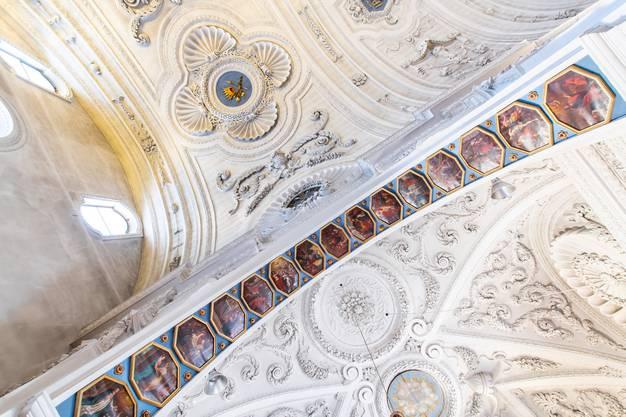 Bilder an der Decke beim Eingang zur Gnadenkapelle