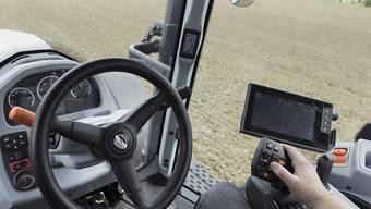 Der digitale Wandel verändert auch die Landwirtschaft: GPS-gesteuerte Saatbettbereitung, aufgenommen am 9. April 2018 auf der Swiss Future Farm in Tänikon im Kanton Thurgau. (Archivbild)